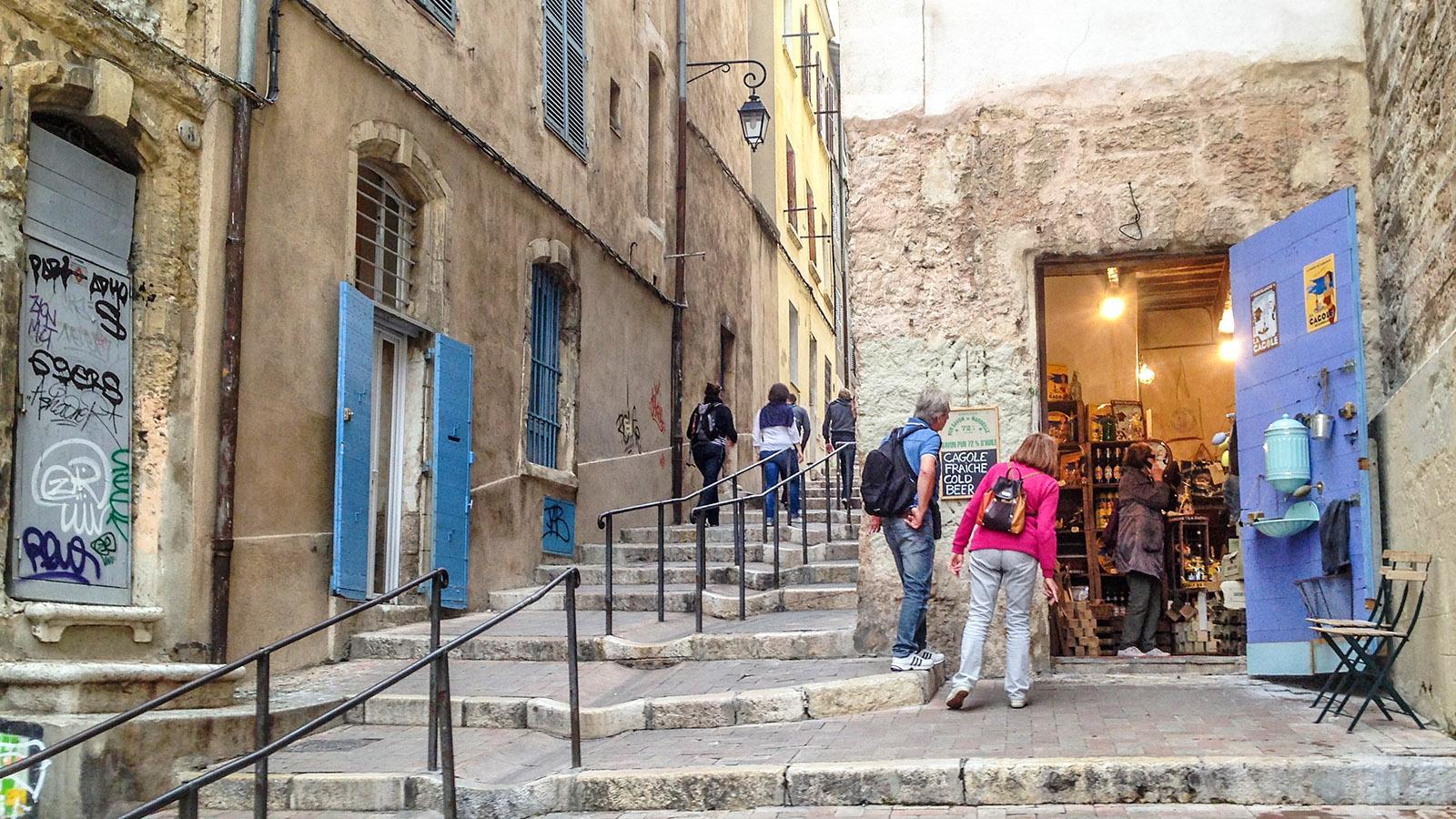 Marseille, Le Panier: Touristen vor einer Seifen-Boutique. Foto: Hilke Maunder