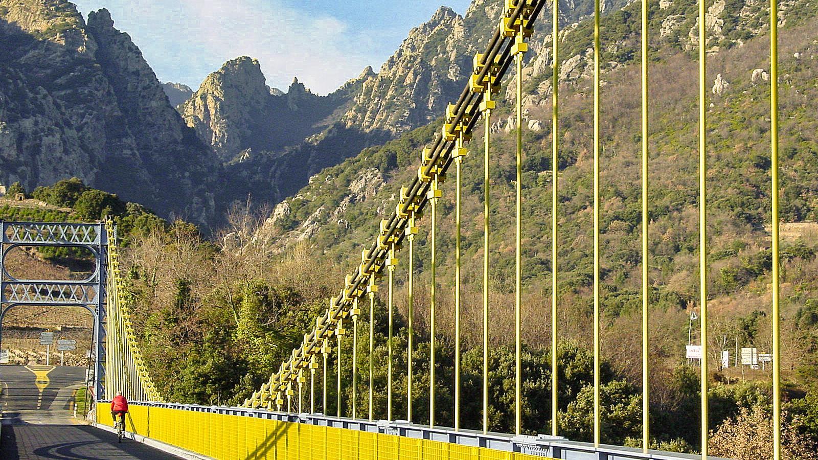 Die Hängebrücke über den Ob bei Tarassac. Foto: Hilke Maunder