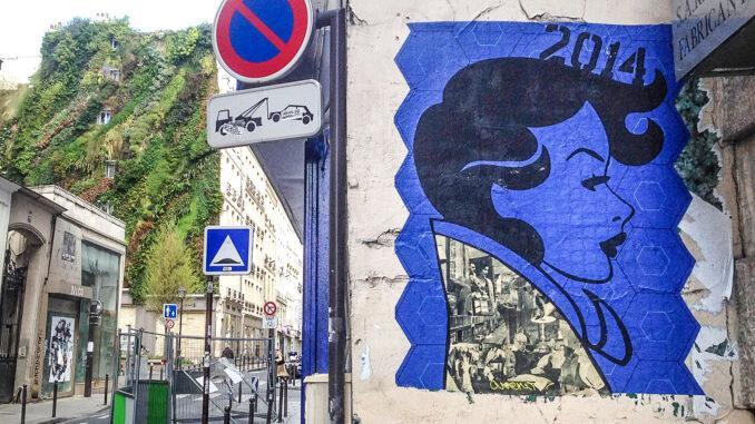 Street Art und grüne Wand: Kontraste im 2. Arrondissement. Foto: Hilke Maunder