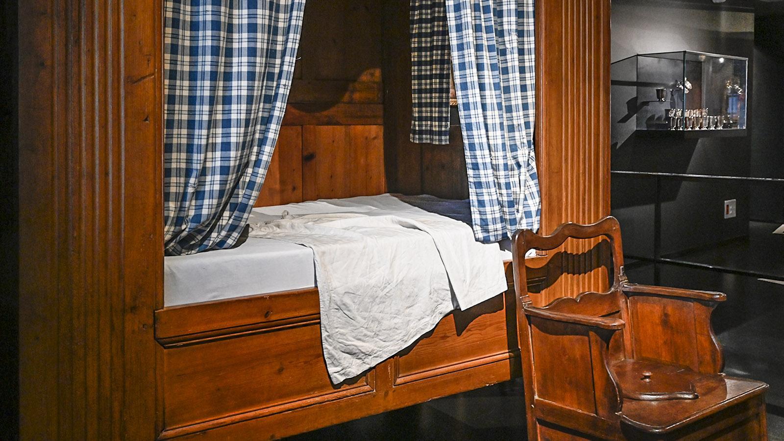 Das Bett im Alkoven, der Toilettenstuhl davor: So schliefen die Neufundland-Kapitäne daheim. Foto: Hilke Maunder