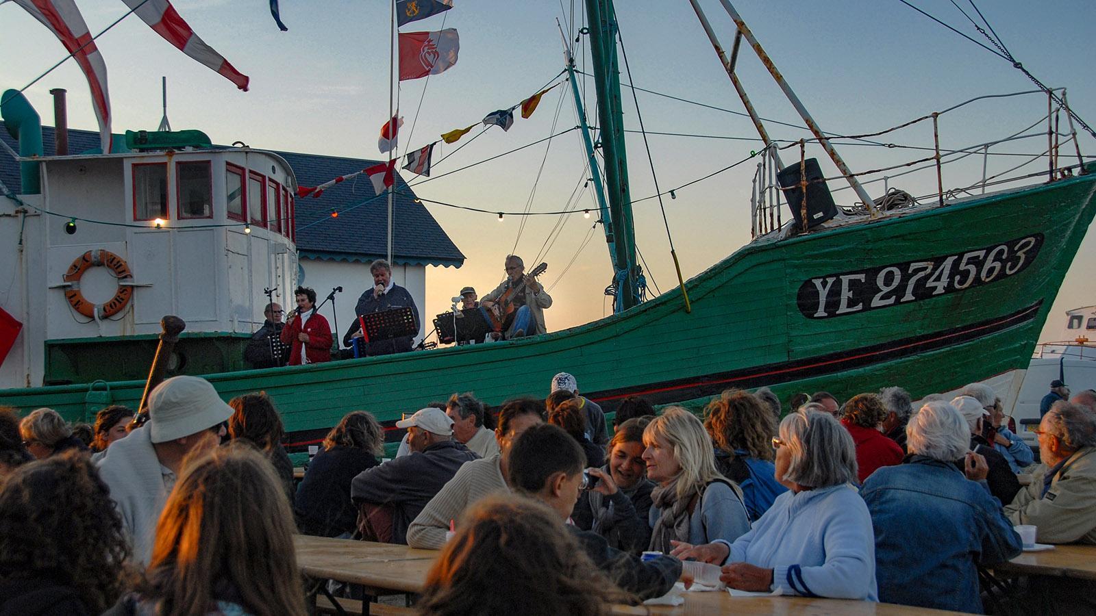 F/Vendée/Île d'Yeu: Port-Joinville, abends am Hafen. Foto: Hilke Maunder