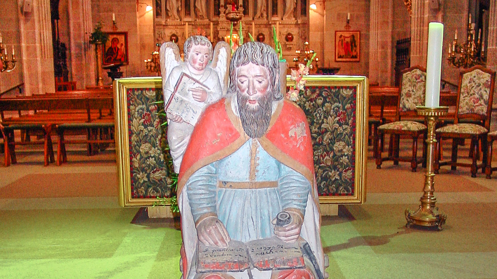 Sainte-Anne d'Auray: In der Basilika des Wallfahrtsortes. Foto: Hilke Maunder