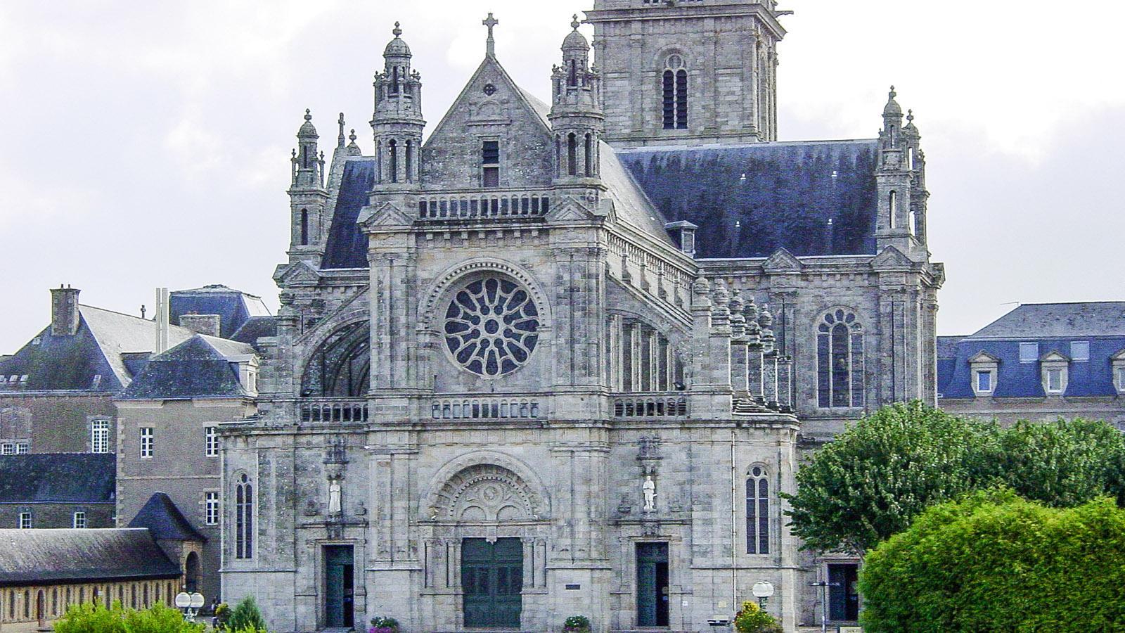 Die Basilika von Sainte -Anne d'Auray. Foto: Hilke Maunder