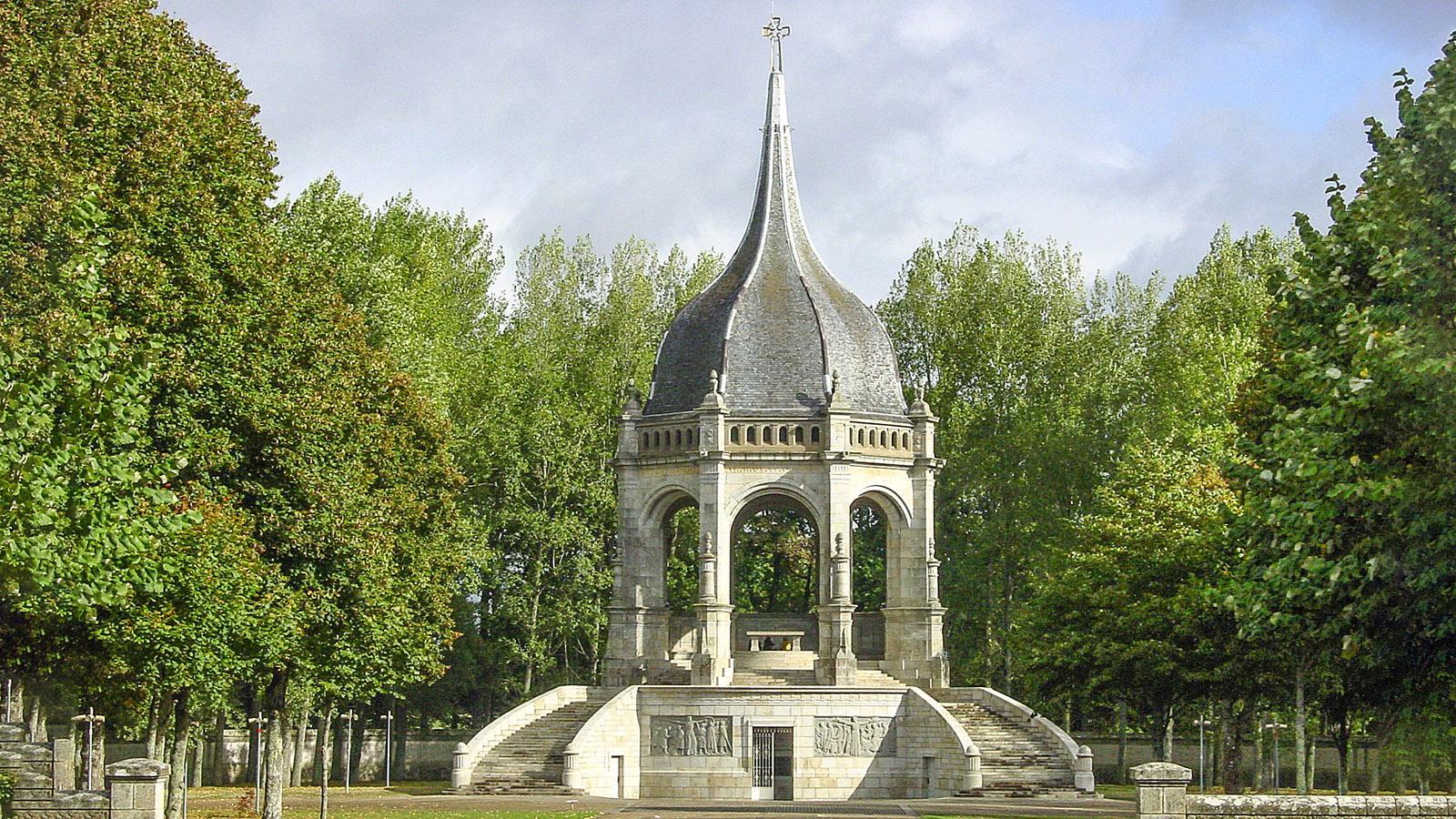 Sainte-Anne d'Auray: Das Denkmal für die Gefallenen des Ersten Weltkriegs. Foto: Hilke Maunder