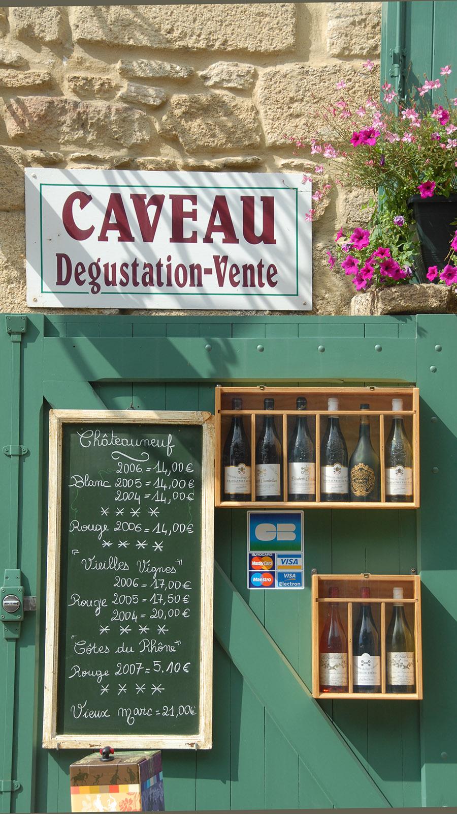 Weinverkauf in der Altstadt von Châteauneuf-du-Pape. Foto: Hilke Maunder