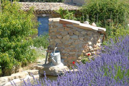 Provence-Steinhaus_lavendel_credits_hilke-maunder