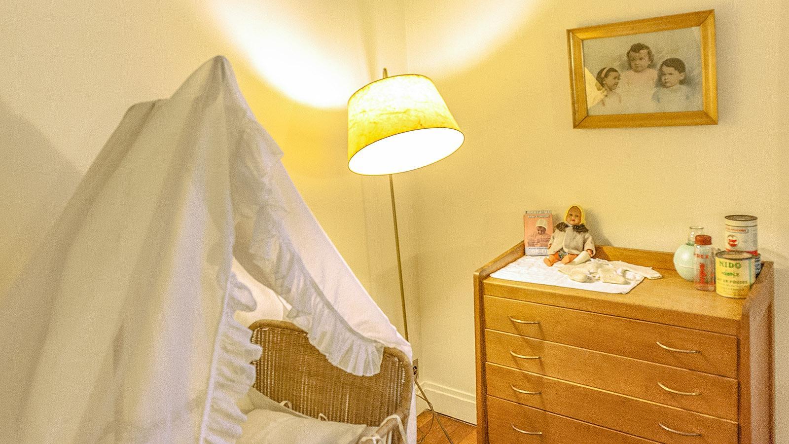 Appartement Témoin: die Wiege im Schlafzimmer. Foto: Hilke Maunder