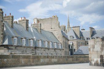 F_Bretagne_Saint-Malo_Fassaden_Dächer_72_©Hilke Maunder