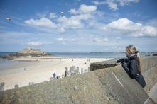 F_Bretagne_Saint-Malo_Stadtmauer_Fort_Mädchen_72_© Hilke Maunder