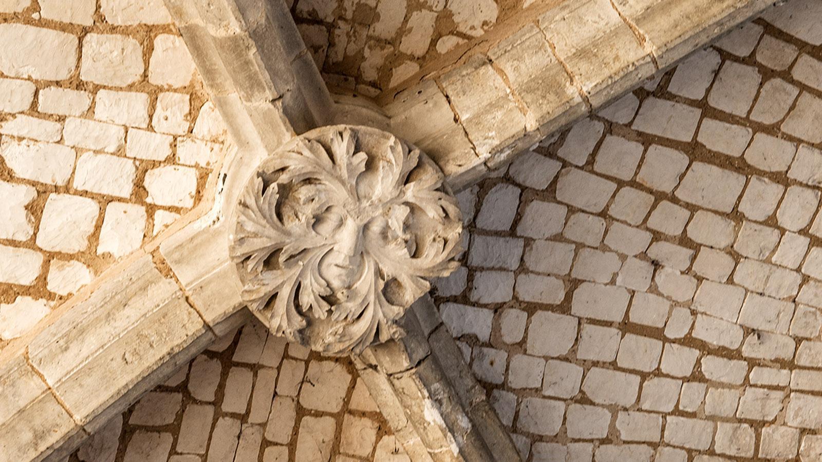 Jumièges: L'Homme Vert, der grüne Mann, im Gewölbe derder Anbteikirche. Foto: Hilke Maunder