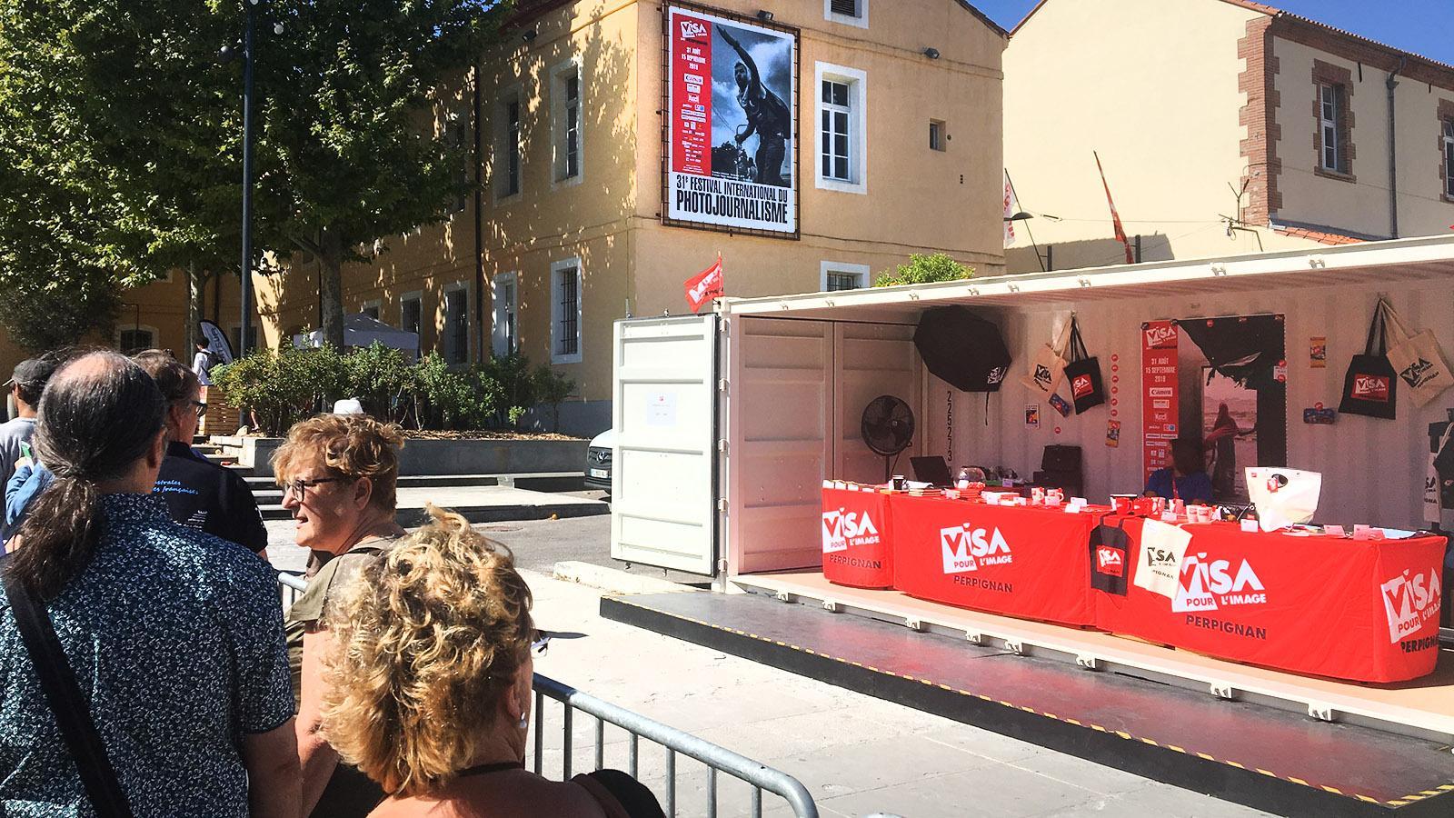 Perpignan: Schlange stehen... für Visa pour l'i