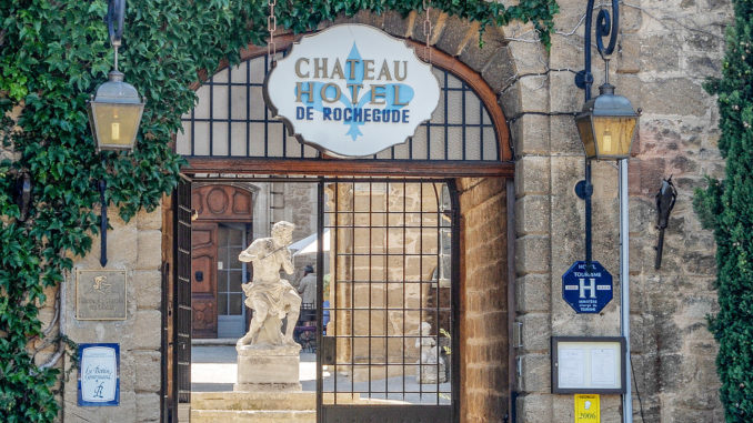 Rochegude: das Château-Hôtel im ehemaligen Schloss. Foto: Hilke Maunder