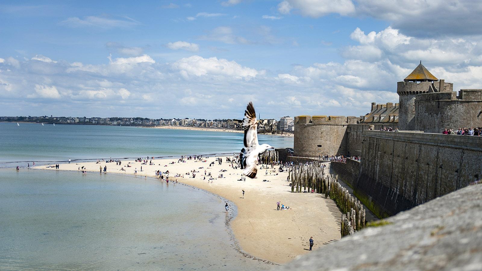 Saint-Malo: Blick von den Remparts aufs Meer. Foto: Hilke Maunder
