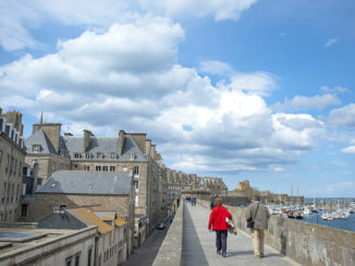 Saint-Malo: Die Wehrmauer umfasst die gesamte ville close. Foto. Hilke Maunder