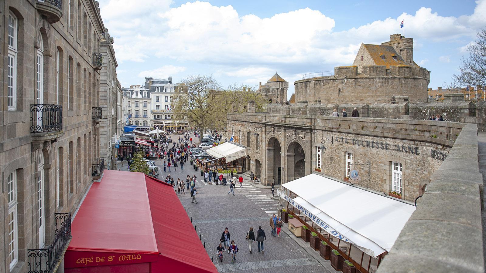 Saint-Malo: Start und Ziel der großen Runde auf den <em>remparts</em>: die Grand' Porte. Foto: Hilke Maunder