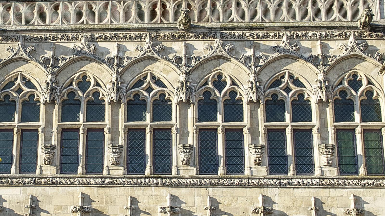 Saint-Quentin: Rathaus, Fensterdetails. Foto: Hilke Maunder