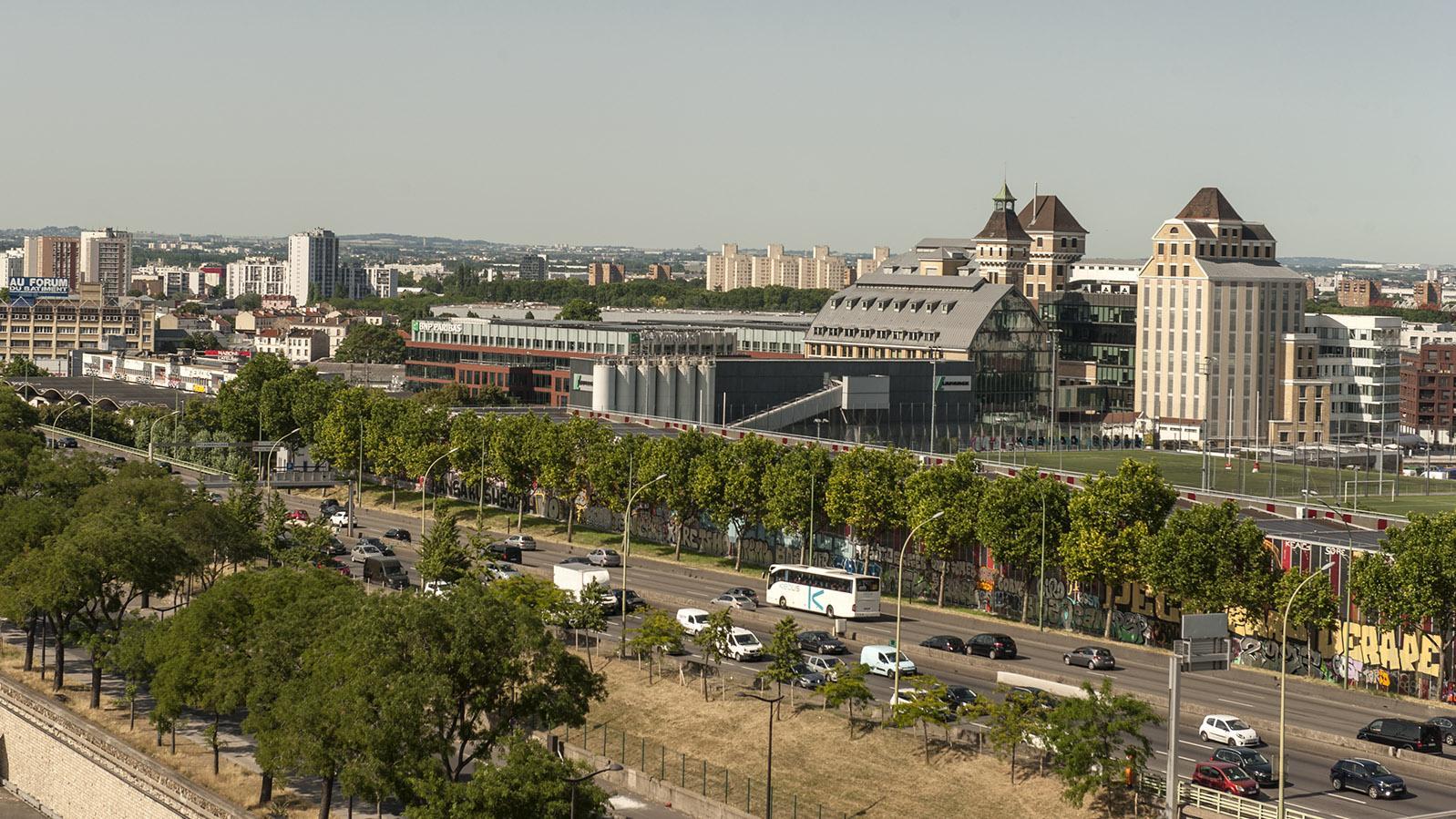 Paris: Blick vom Belvédère auf die Grands Moulins von Pantin, heute Sitz von BNP Paribas. Foto: Hilke Maunder