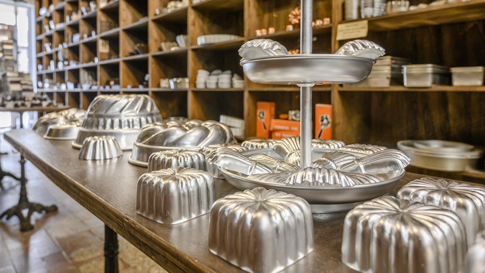Marseille, Noailles: Die Auswahl an Backformen füllt einen ganzen Raum im Geschäft. Foto: Hilke Maunder