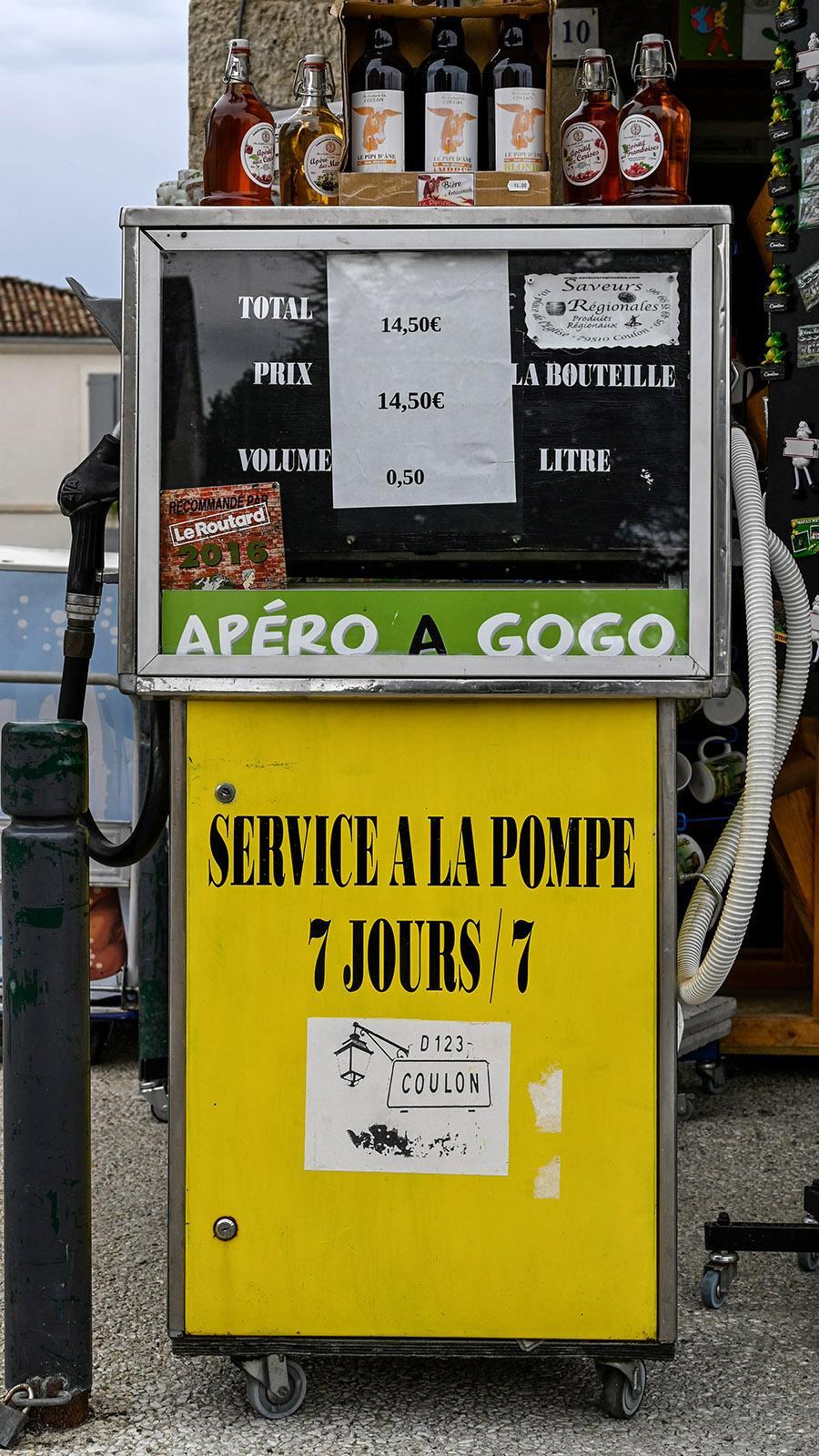 Apéro zum Selber-Zapfen –entdeckt in Coulon im Marais Poitevin. Foto: Hilke Maunder