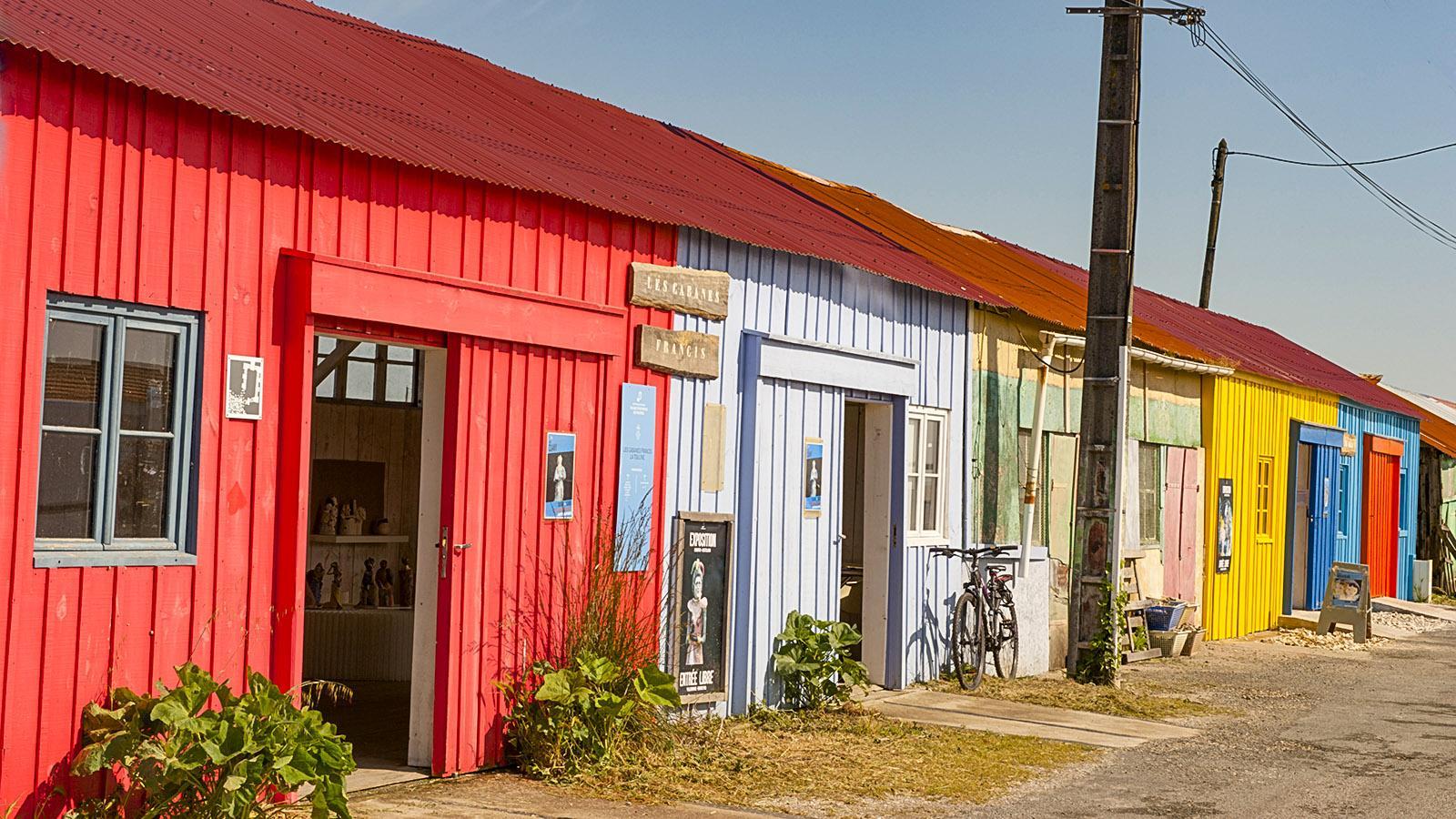 Île d'Oléron: Die einstigen Hütten der Austernfischer haben sich in Saint-Trojan-les-Bains in Ausstellungsräume für Künstler verwandelt.
