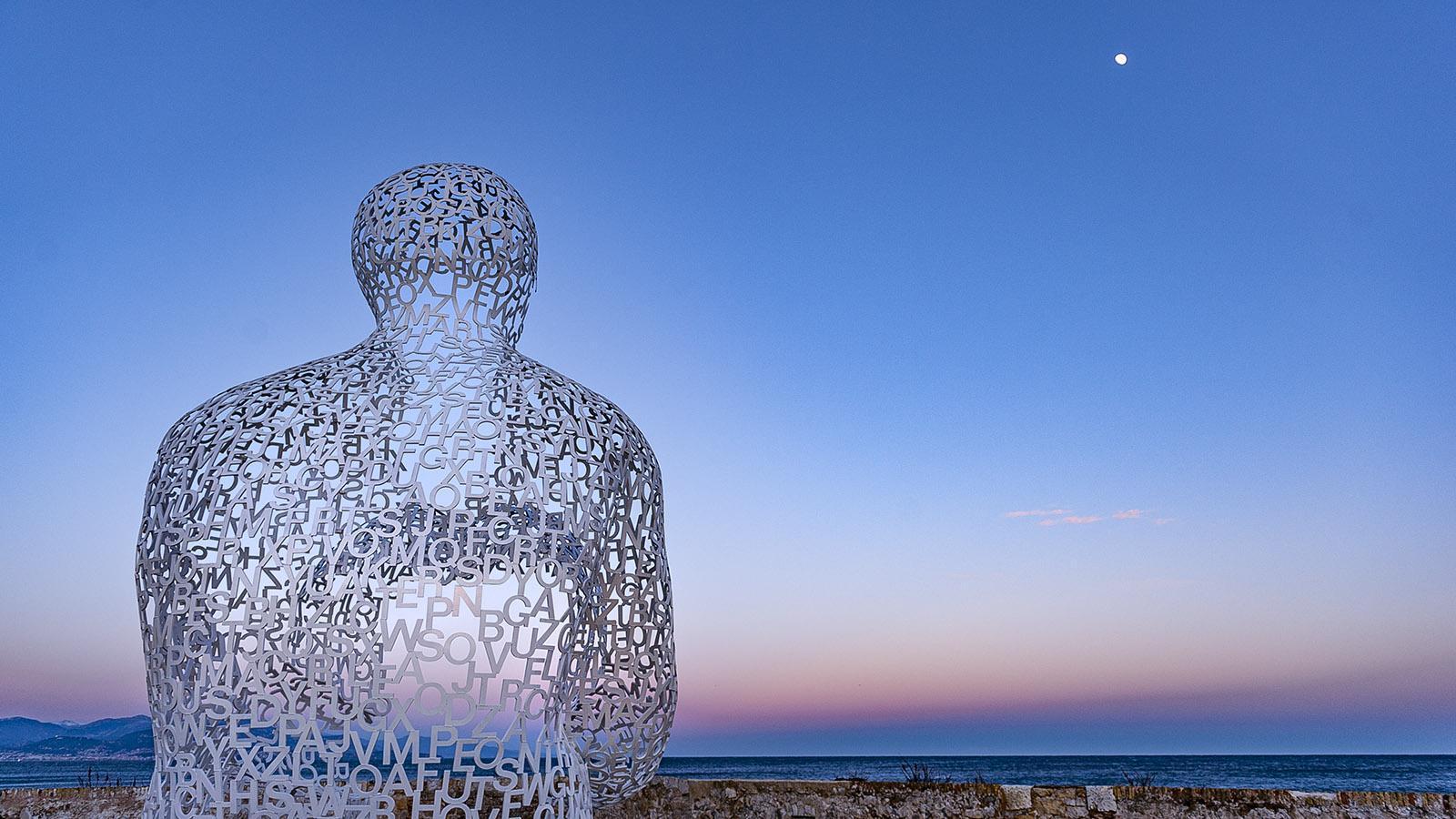 """Antibes: """"Der Nomade"""" von Jaume Plensa. Foto: Hilke Maunder"""