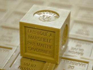 """Savon de Marseille: der traditionelle grüne """"cube"""""""