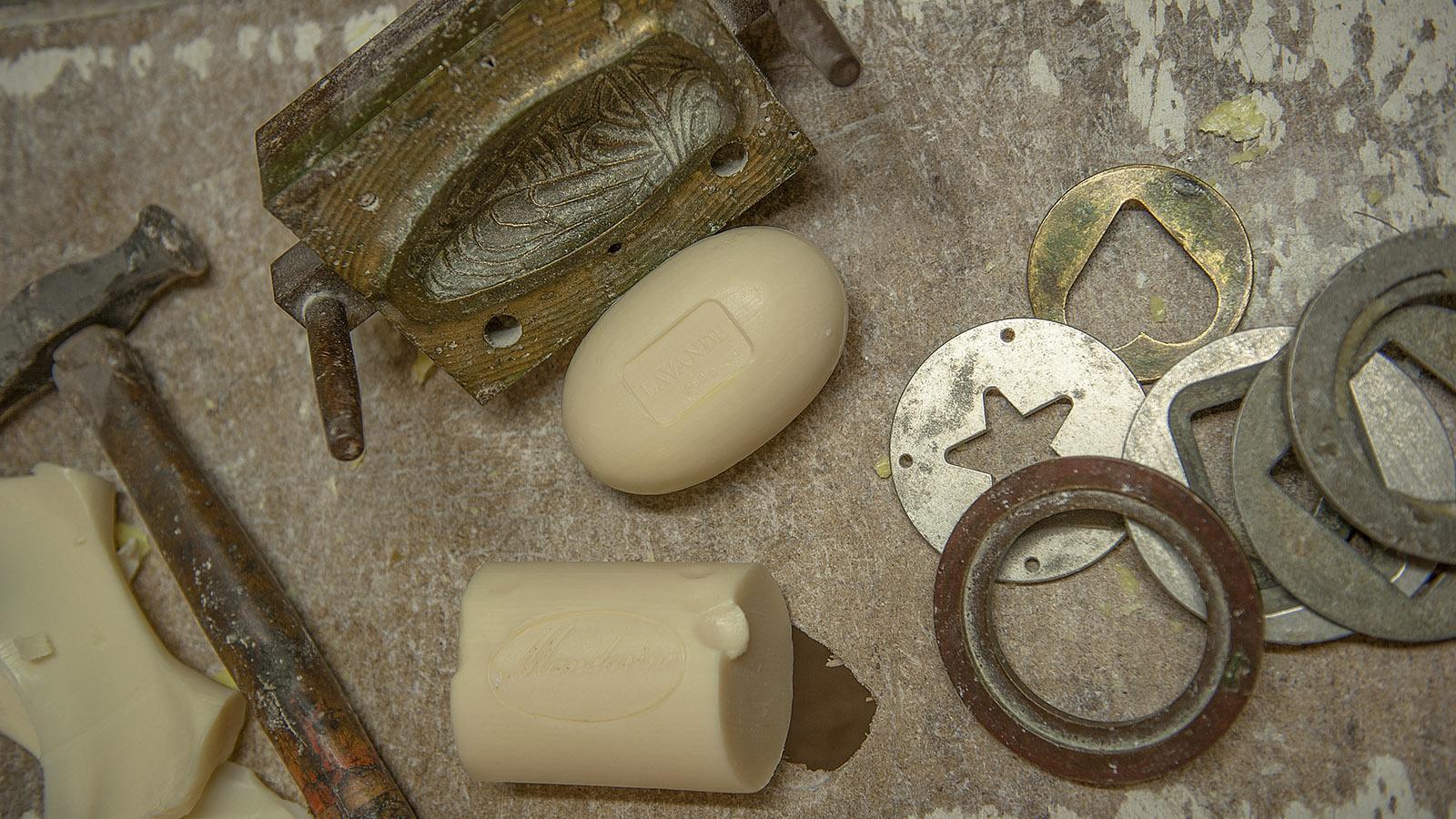 Savonnerie de Licorne: Model geben der Savon de Marseille Form und Muster. Foto: Hilke Maunder