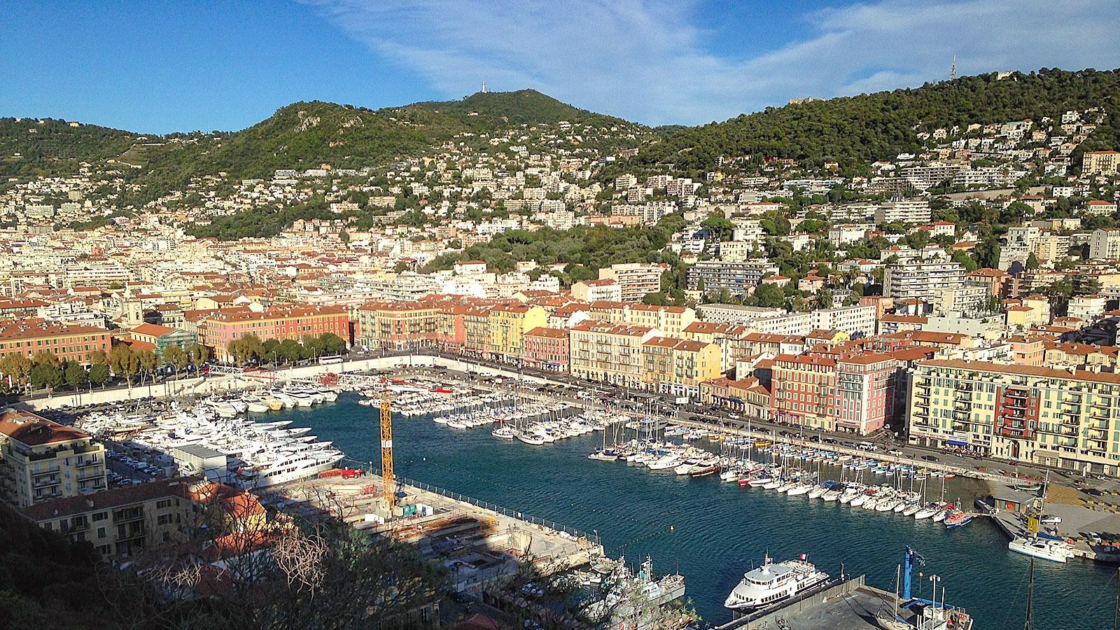 Blick auf den Hafen vom Schlossberg in Nizza. Foto: Hilke Maunder