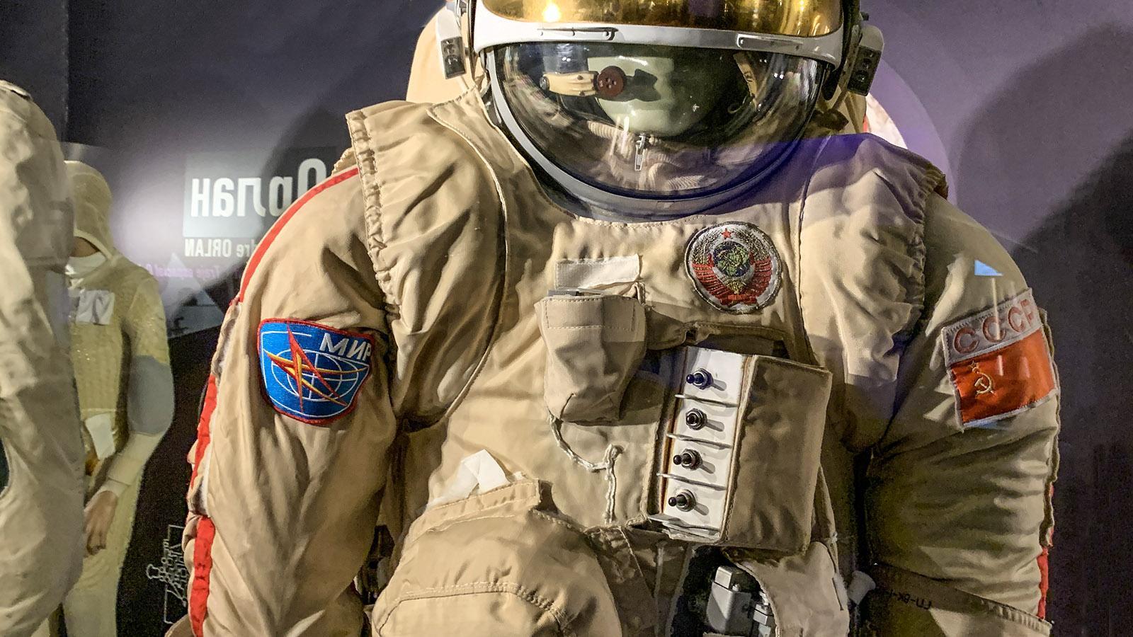 Auch der Weltraumanzug russischer Kosmonauten ist in der Cité de l'Espace ausgestellt. Foto: Hilke Maunder
