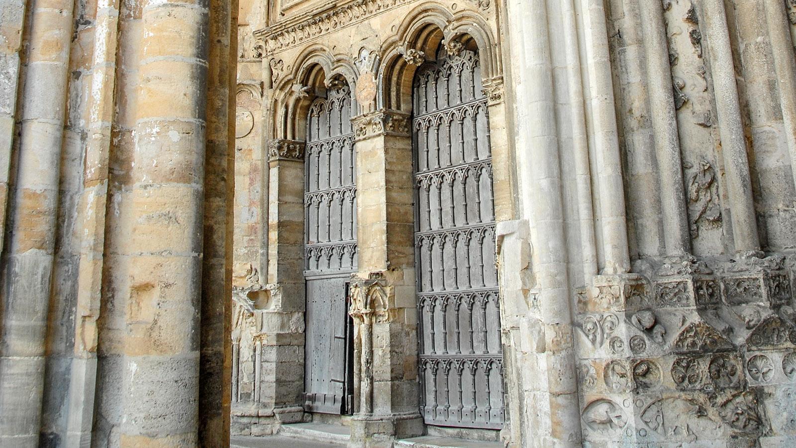 Das Kirchentor der Kathedrale zu Sées. Foto: Hilke Maunder