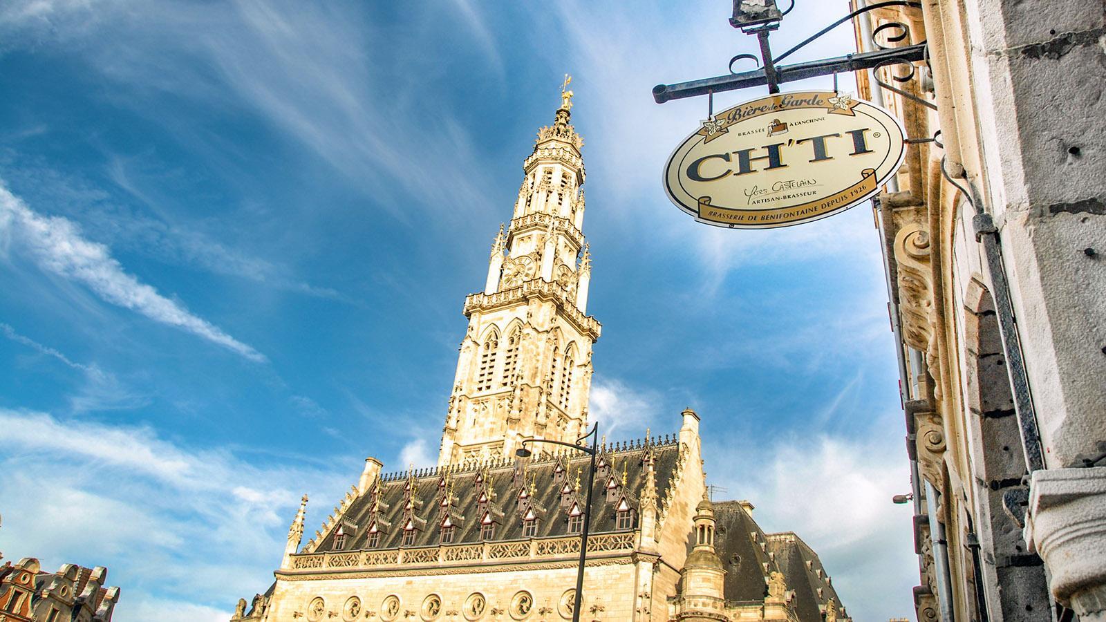 Arras: Die Place des Héros mit ihrem berühmten Belfried. Foto: Hilke Maunder