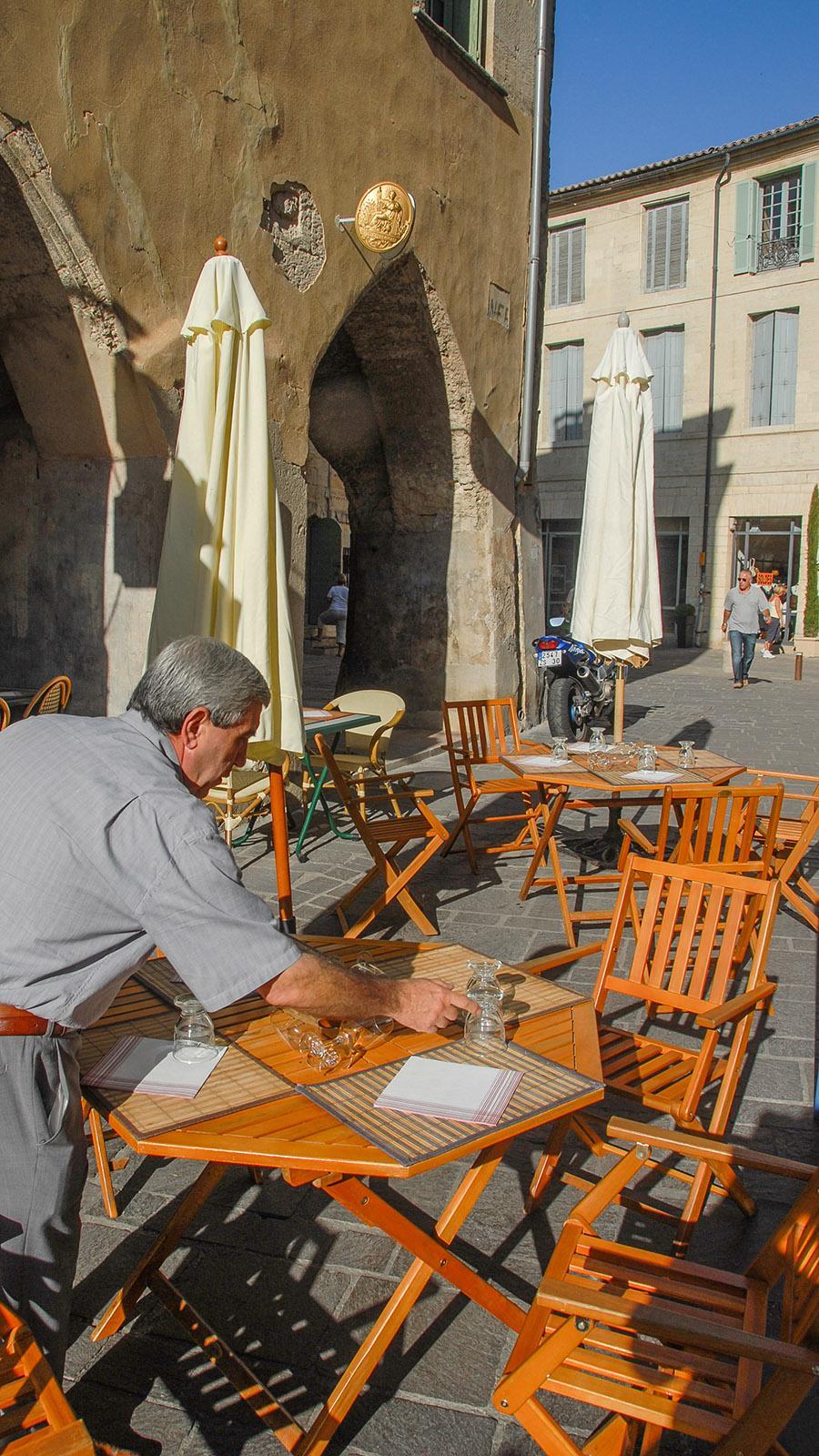 Uzès: Gaststätte an der Place Dampmartin. Foto: Hilke Maunder