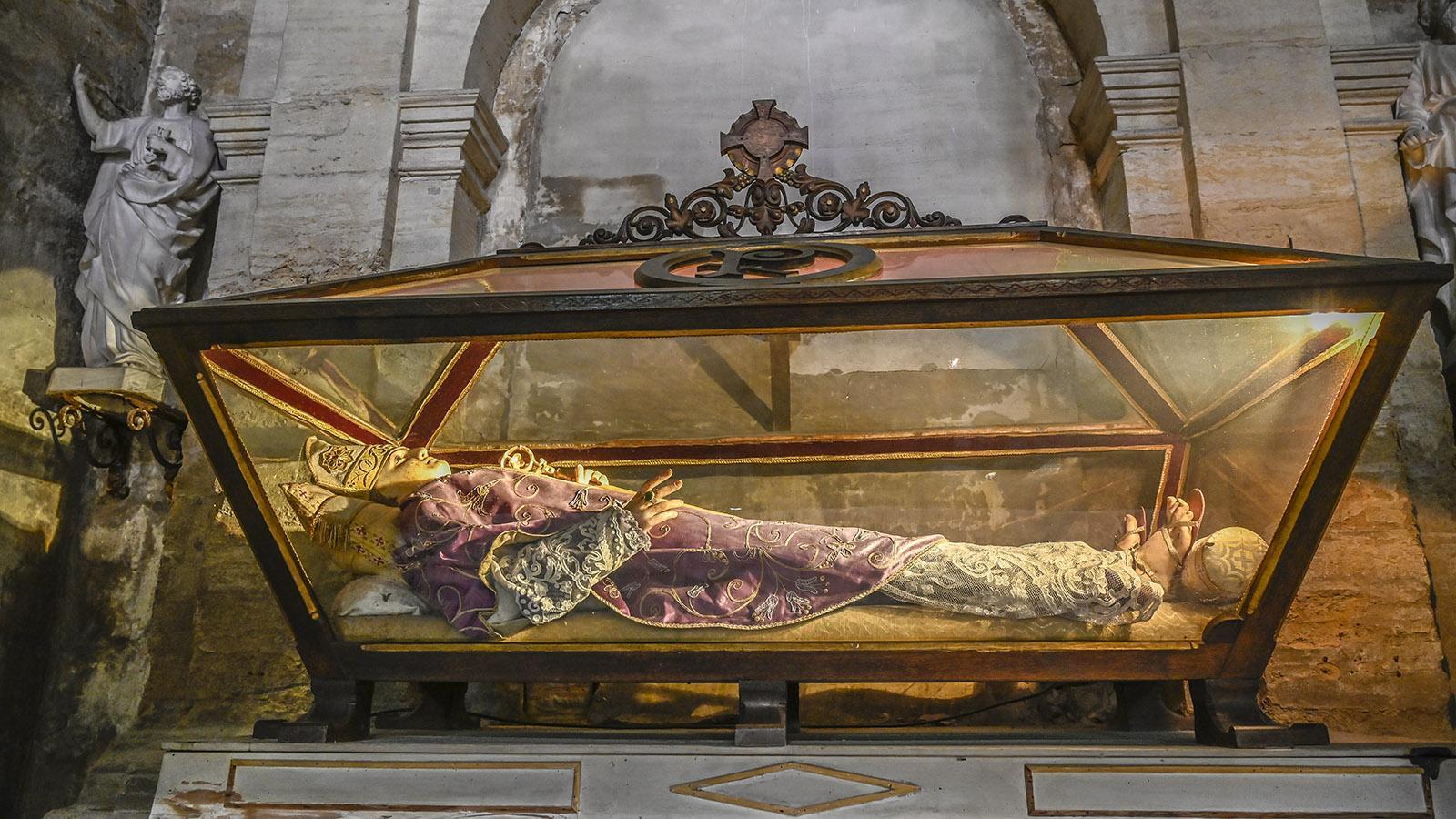 Ganz rechts am Eingang der Kathedrale: Saint-Firmin. Foto: Hilke Maunder