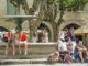 Uzès: Treffpunkt der Altstadt: die Place aux Herbes. Foto: Hilke Maunder