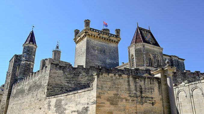 Wehrhaft: das Schloss von Uzès. Foto: Hilke Maunder