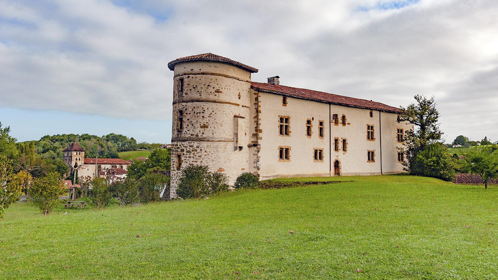 Das Geld fehlt: Für die Restaurierung des Burgschlosses sucht Espelette finanzkräftige Mäzene. Foto: Hilke Maunder