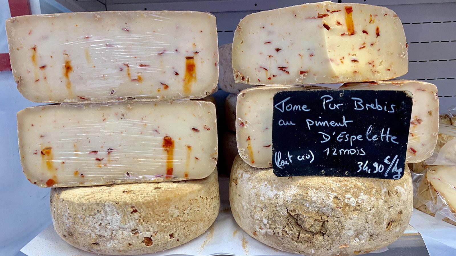 Herzhafter Schafskäse erhält durch den Piment d'Espelette eine pikante Note. Foto: Hilke Maunder