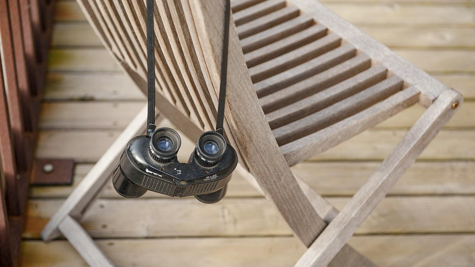 La Franqui: Ein Fernglas am Stuhl - es gibt immer etwas zu entdecken! Foto: Hilke Maunder