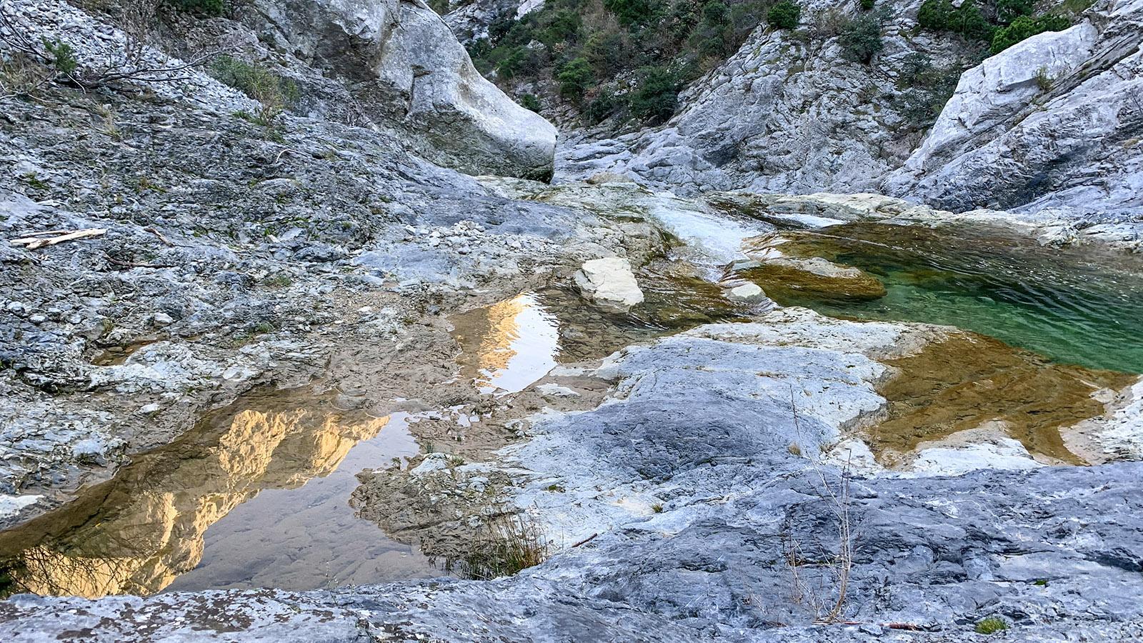 Winterliche Erkundung im Bett des Agly in den Gorges de Galamus. Foto: Hilke Maunder
