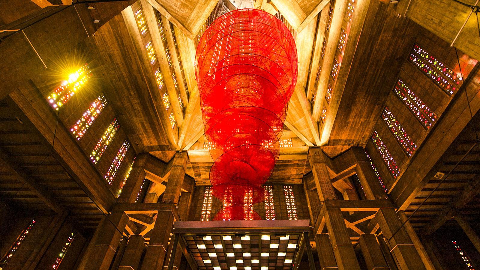 """Église Saint-Joseph: """"Accumulation of Power"""" nannte Chiharu Shiota diese Installation zum Kultursommer 2015 """"Un été au Havre"""". Foto: Hilke Maunder"""