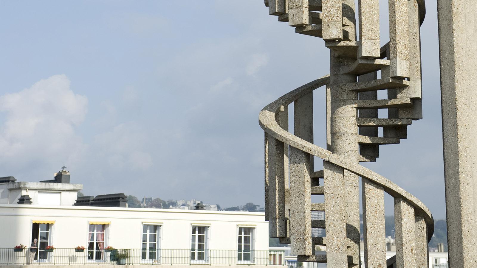 Hoch über den Häusern von Le Havre: Weitblick von der Turmspitze der Église Saint-Joseph. Foto: Hilke Maunder