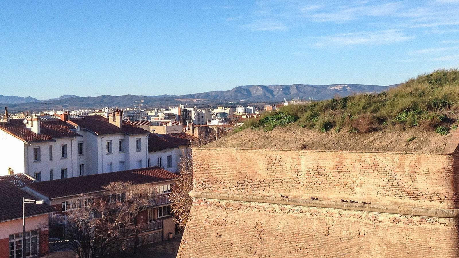 Blick vom Königspalast zum Tal des Agly. Foto: Hilke Maunder