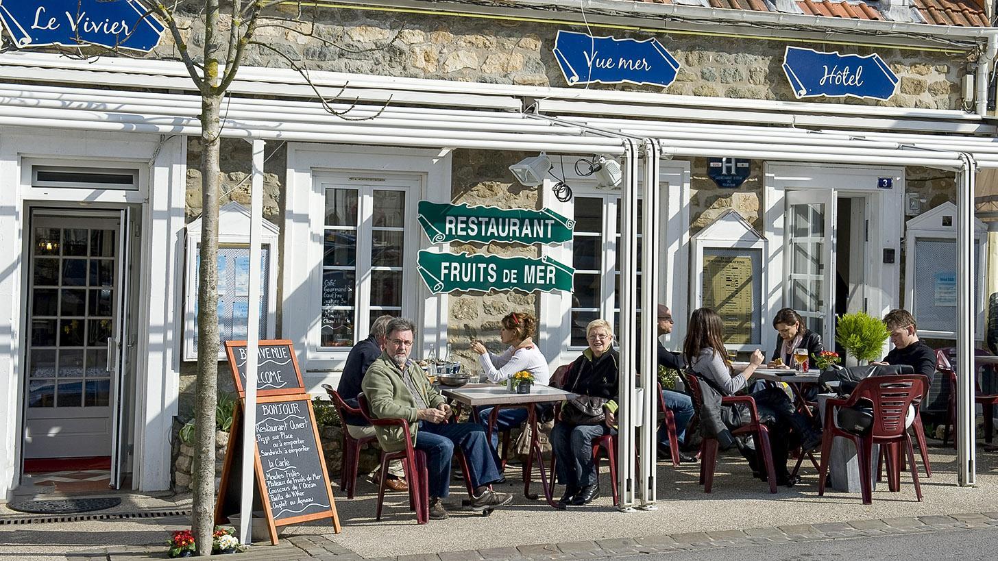 Opalküste: Terrassenlokal in Wissant. Foto: Hilke Maunder