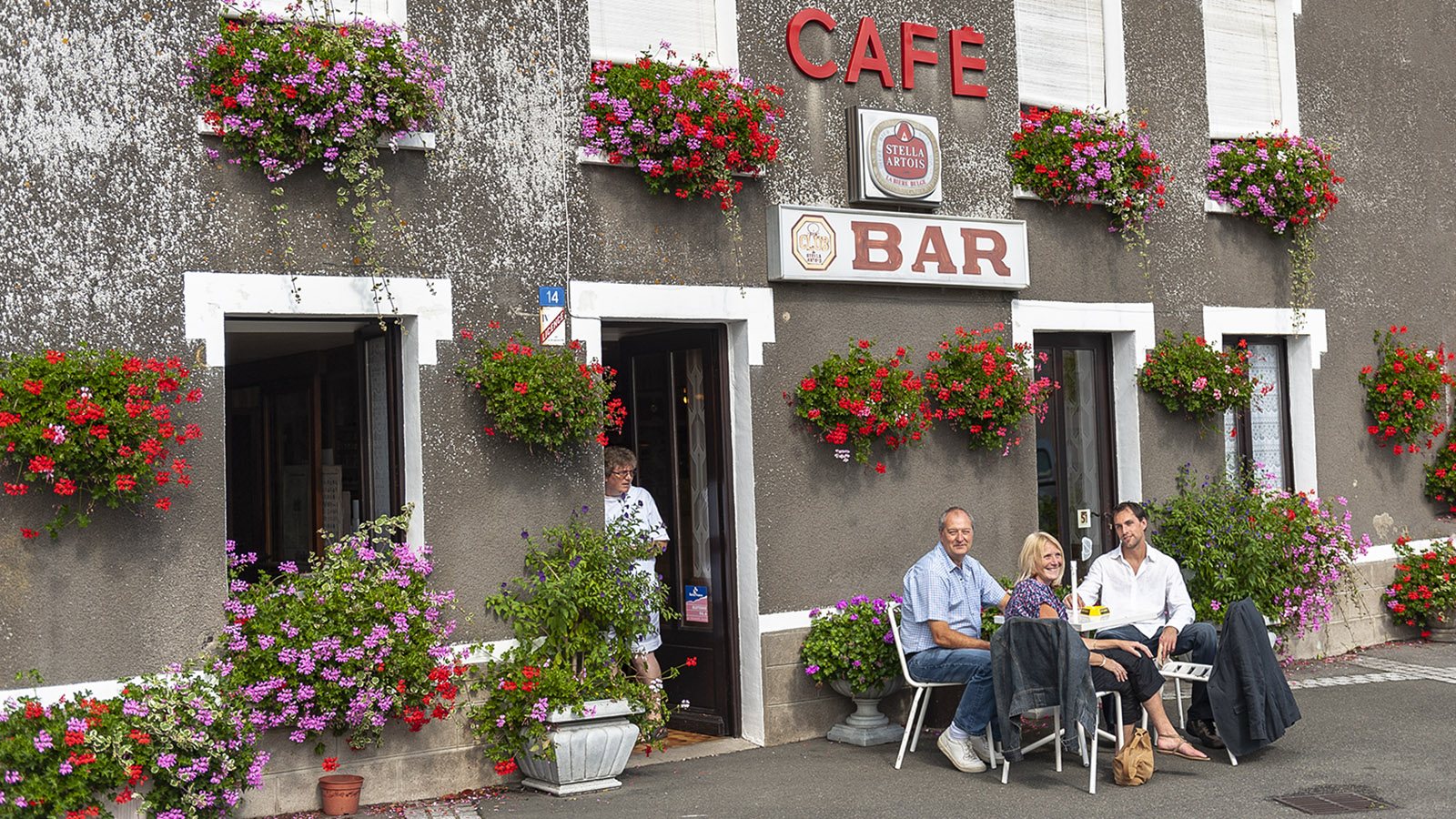 Einfache Bar in Mézangers. Foto: Hilke Maunder