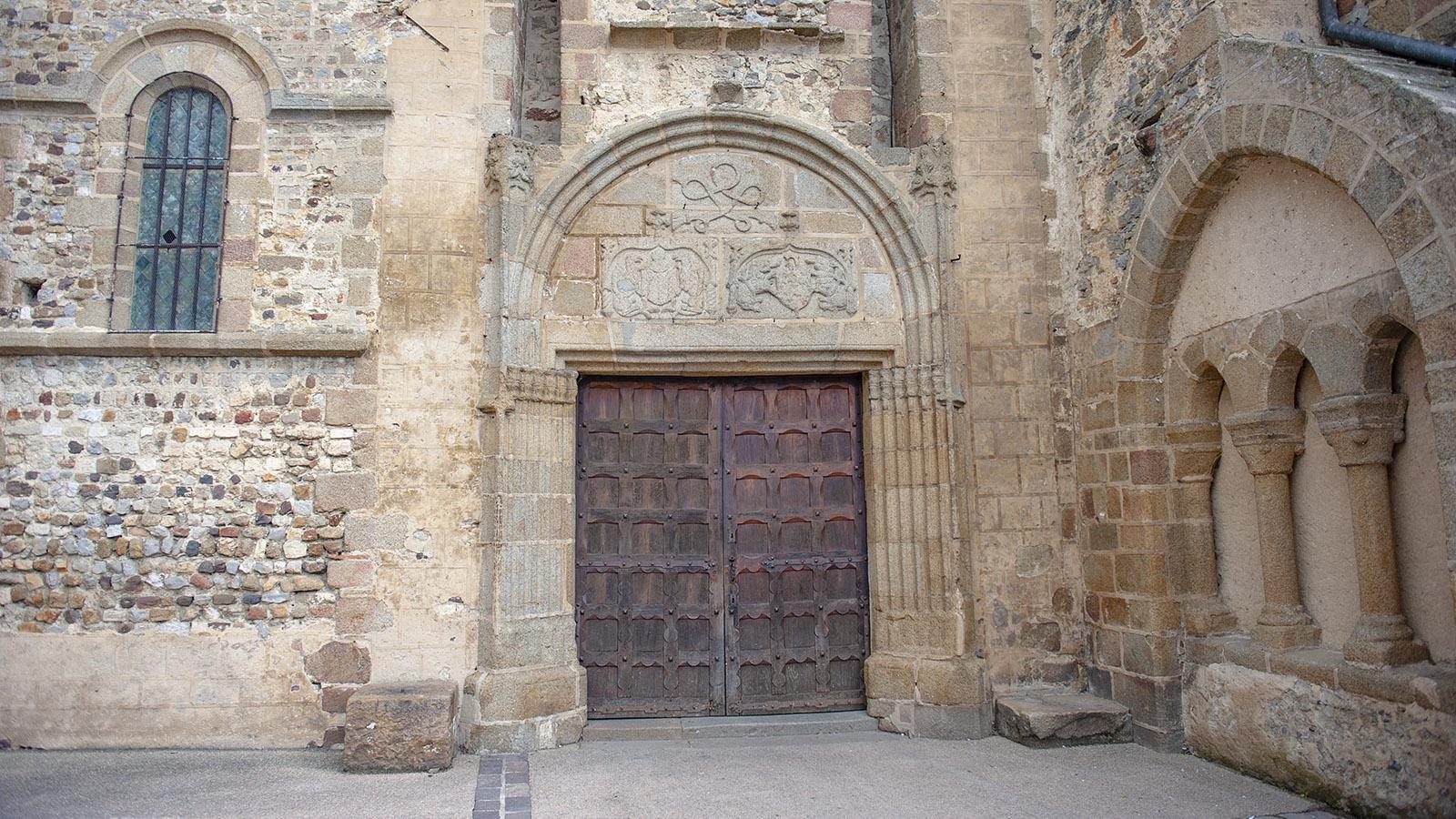 Der Eingang zur Abteikirche des Mont-Saint-Michel. Foto: Hilke Maunder