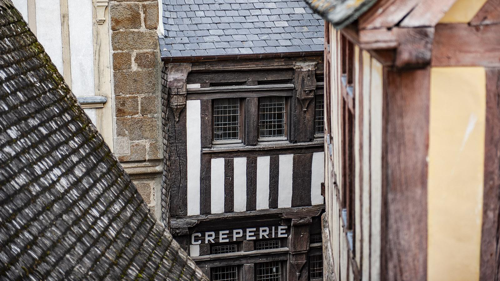 Eine kleine Crêperie am Mont-Saint-Michel. Foto: Hilke Maunder