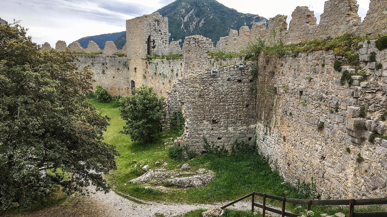 Sentier Cathare: Burg Puilaurens. Foto: Hilke Maunder