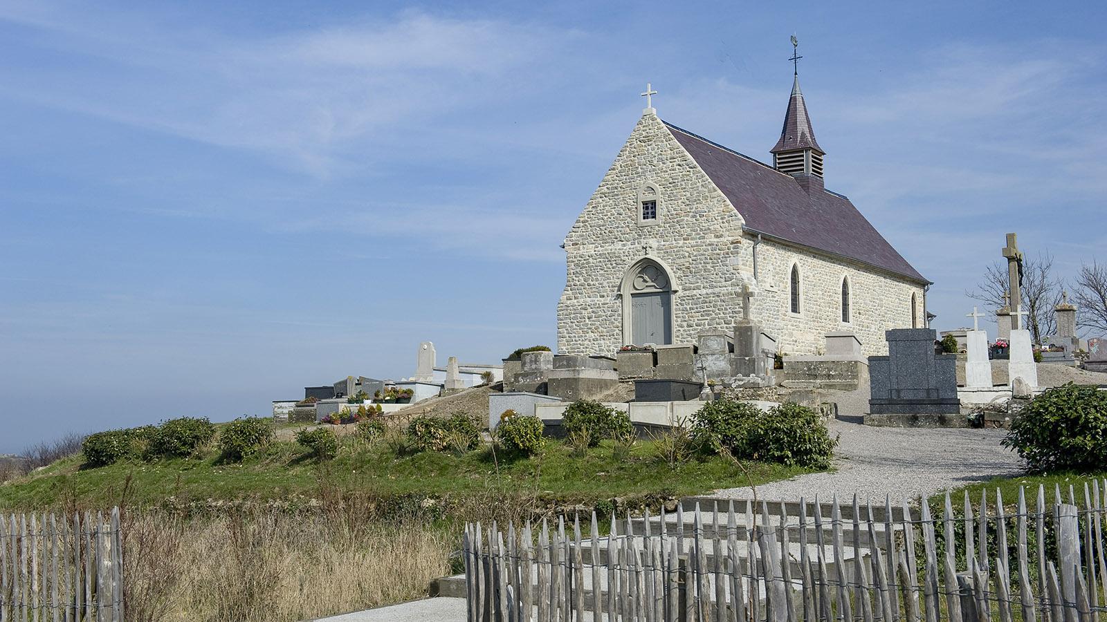 Opalküste: Die Kirche von Tardinghen. Foto: Hilke Maunder