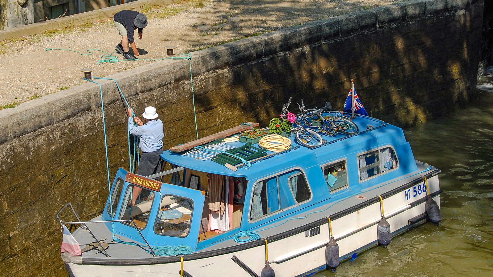 Canal du Midi: Hilfe beim Schleusen wird gerne angenommen –hier bei der Écluse de St-Roch (4 Staustufen). Foto: Hilke Maunder