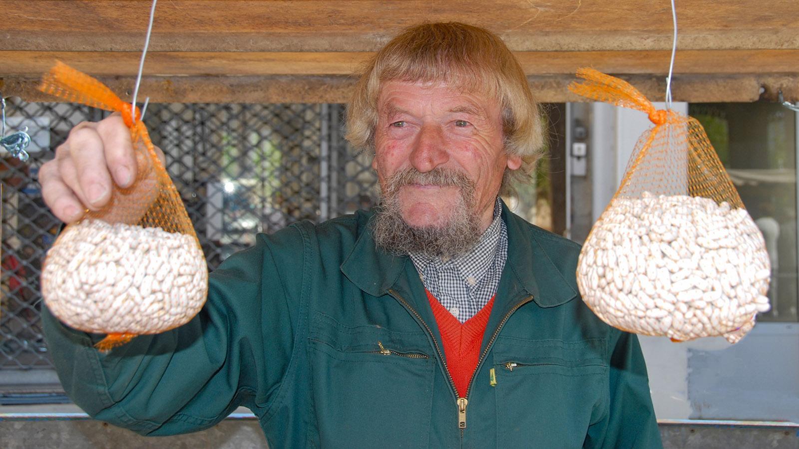 Cassoulet: nur echt mit weißen Bohnen aus dem Lauragais, sagt dieser Markthändler in Castelnaudary. Foto: Hilke Maunder